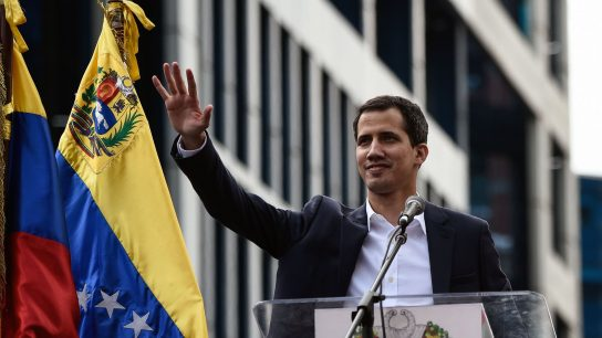 """Juan Guaidó pide a Michelle Bachelet que """"vea lo que está sucediendo con nuestros jóvenes asesinados"""""""