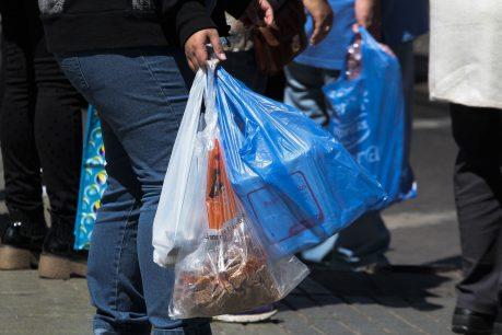 Entrega de bolsas plásticas vive última semana antes de su prohibición total