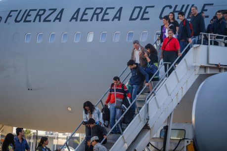 Vuelo humanitario: Gobierno busca traer a chilenos desde Venezuela