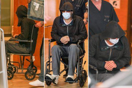 Brad Pitt es visto abandonando centro médico en silla de ruedas