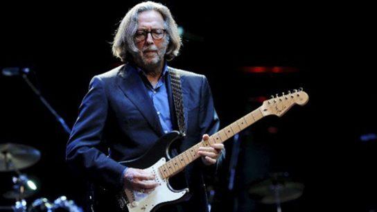 Eric Clapton dice que no tocará en lugares en donde 'se discrimine' a los no vacunados