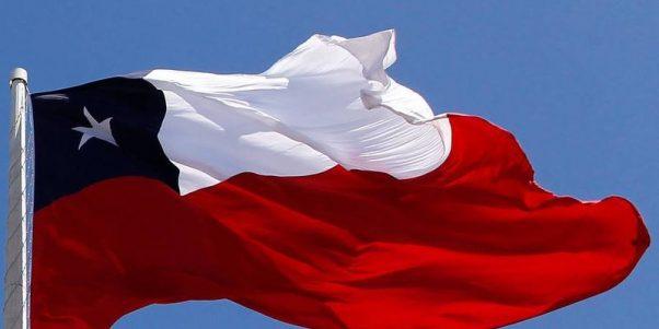 Senadores oficialistas presentaron proyecto que sanciona a quienes se burlen los símbolos patrios
