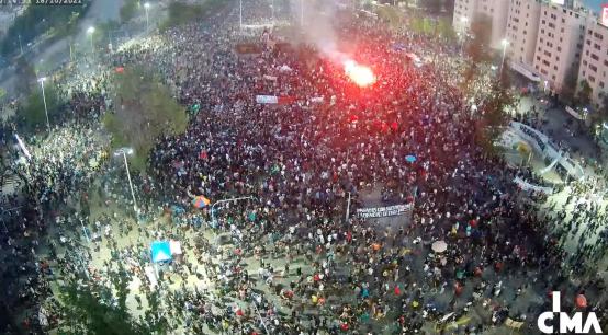 """Carabineros entrega primer balance: Entre 8 mil y 10 mil personas en """"completa tranquilidad"""" en Plaza Baquedano"""