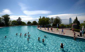 Acceso controlado y mascarilla: Así funciona protocolo sanitario para piscinas
