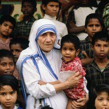 Mujeres Con Pasión: Teresa de Calcuta, Pasión por la solidaridad
