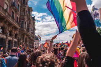 ¡No más en Noruega!: Castigarán ofensas a trans y bisexuales