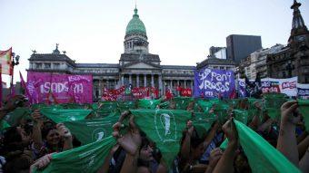 A solo un paso: Diputados aprueban legalización del aborto en Argentina y la iniciativa pasa al Senado