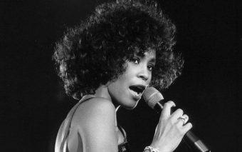 Ya sabemos quién es: Esta actriz interpretará a Whitney Houston en su biopic