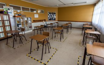 Eliminar los saludos e implementar horarios diferidos: Revisa el protocolo del Mineduc para la vuelta a clases