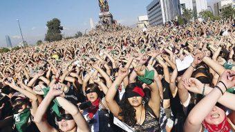 Encuesta del Ministerio de la Mujer: Un 52% de las chilenas se identifica como feminista