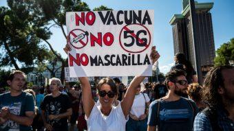 """""""Covidiota"""": La RAE acepta palabra para definir a quiénes no respetan las normas sanitarias en pandemia"""