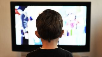 Casi una hora más que en 2019: Chilenos batimos nuestro récord de mirar televisión en el 2020