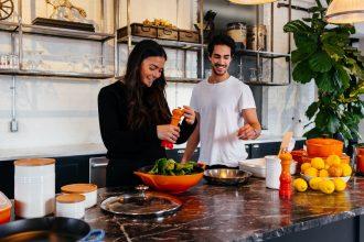 Estudio: cocinar juntos mejora las relaciones de pareja