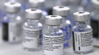 ISP autoriza vacuna Pfizer-BioNTech en menores desde los 12 años