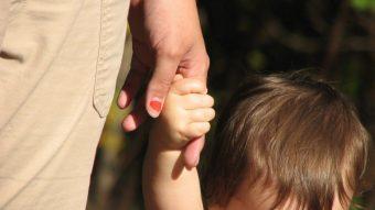 Reconocer el derecho a ser familia: Juzgado ordena al Registro Civil a inscribir a un niño como hijo de dos madres