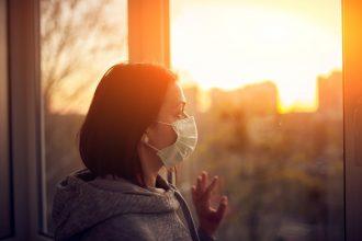 Algo de lo que hay que hablar: Problemas de salud mental irían en aumento a un año de la pandemia