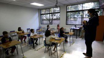 31 de las 52 comunas de la RM seguirán -por ahora- sin volver a clases presenciales