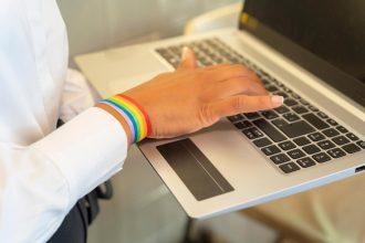 Falta mucho por hacer: Estudio muestra preocupantes cifras de acoso laboral a la comunidad LGBTIQ+