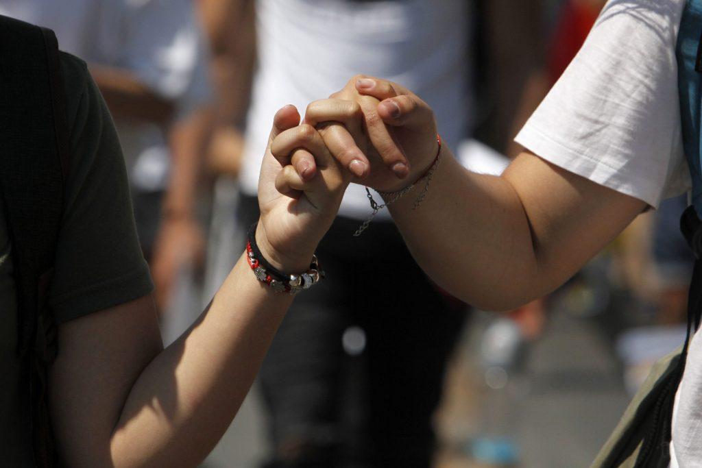 Se vieron forzadas a dejar Chile: Mujeres demandan al Estado por no permitir la inscripción de su matrimonio