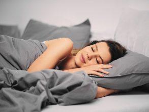 ¿Te afecta el cambio de hora? Consejos para un buen descanso con una hora menos de sueño