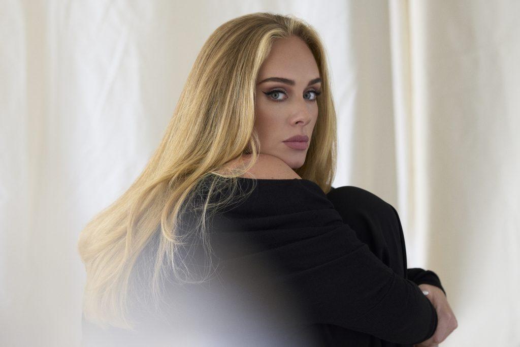 """Una canción sobre la experiencia ganada: Adele estrenó su nueva canción """"Easy On Me"""""""